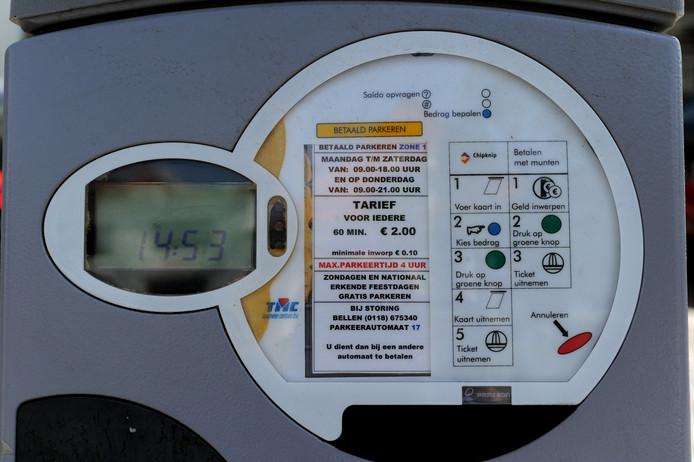 Gasten van Middelburgers die in straten met betaald parkeren wonen, hoeven niet de volle prijs te betalen via de parkeermeter. Bewoners kunnen een app gebruiken waarmee ze hun visite tegen korting kunnen laten parkeren.