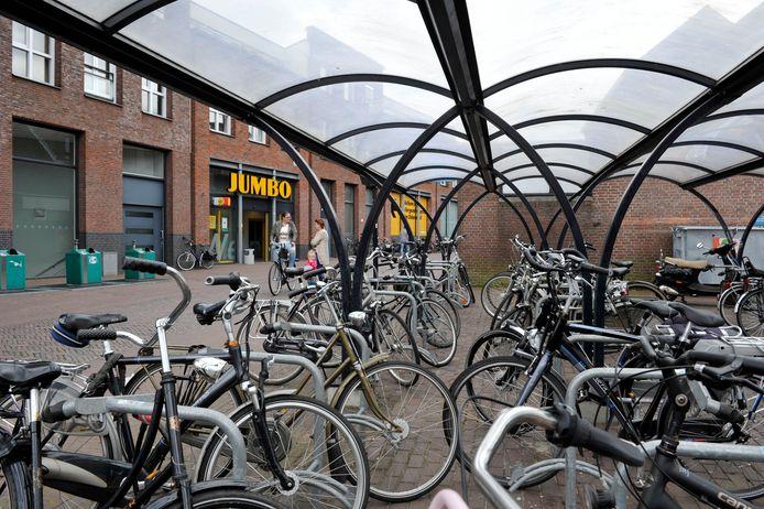 De gratis bewaakte fietsenstalling aan de Nagelstraat.