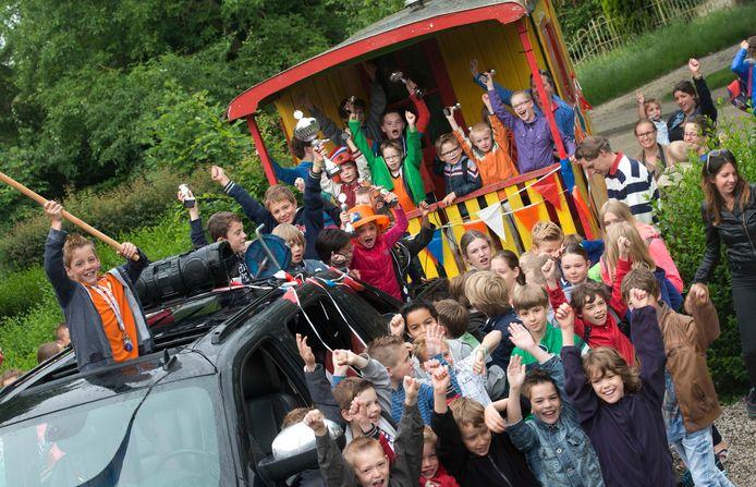 Schoolkinderen van basisschool De Kastanjepoort in Erichem.
