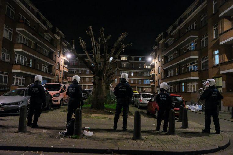 De politie staat paraat om rellen zoals in april te voorkomen. Beeld Marc Baert