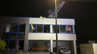Brand bij bedrijf in Veldstraat: twee lichtgewonden