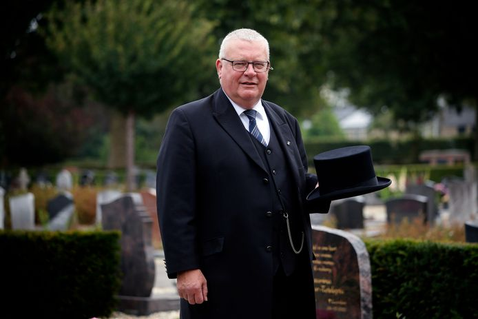Ben de Weerd op de algemene begraafplaats van Leerdam.