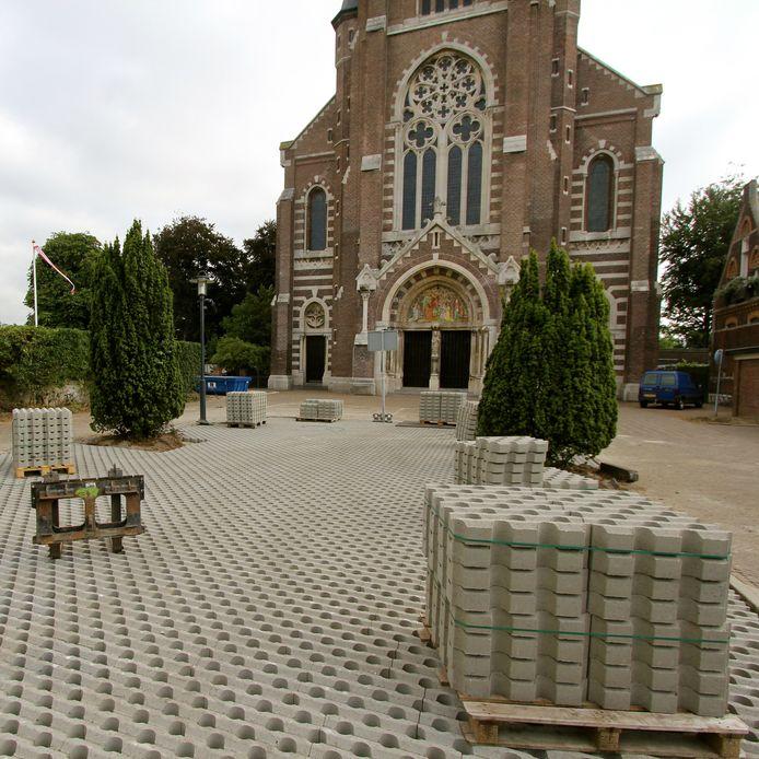 De gemeente Heusden zou volgens GroenLinks veel vaker grastegels moeten gebruiken voor de verharding van bermen.