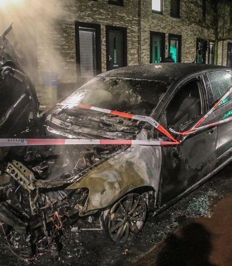Autobrand tijdens kerst in Zwolle: politie gaat uit van brandstichting