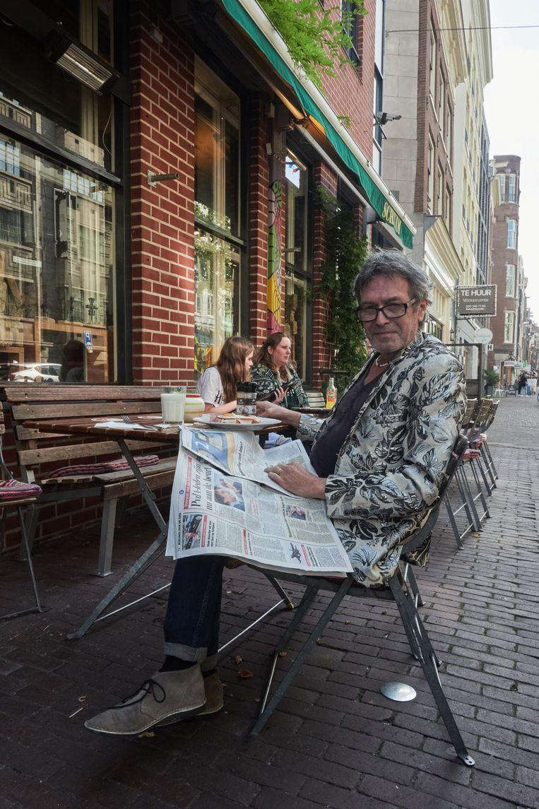 Bewoner Frank Kusters: 'Je vindt hier alles: hoeren, miljonairs, yuppen, krakers, Kamerleden en noem maar op.'  Beeld Jasmine de Vries