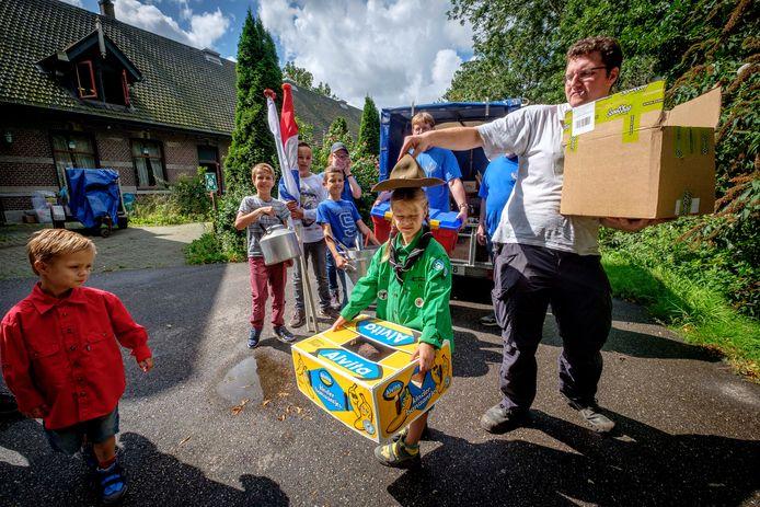De padvinders van Scoutinggroep Tono in actie.