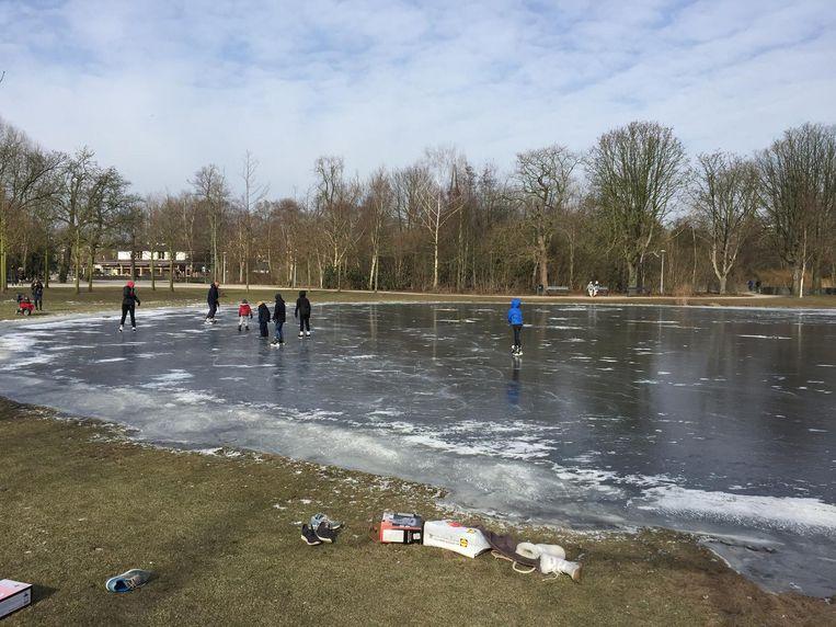 De vijver in het Vondelpark Beeld Lorianne van Gelder
