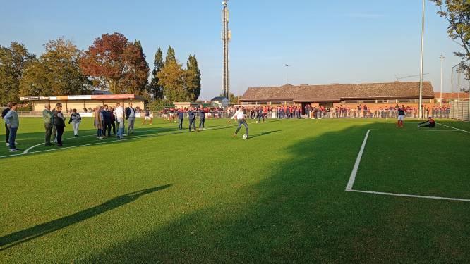 Voetbalclub KWS Desselgem neemt kunstgrasveld in gebruik