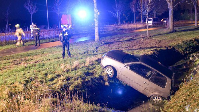 In Nijkerk belandde een automobiliste vanochtend in alle vroegte met haar auto in de sloot.