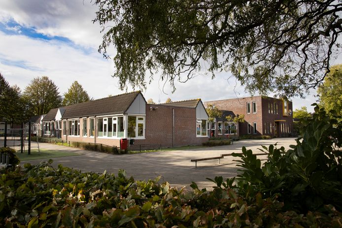 Basisschool Het Palet in Hapert wordt ook gesloopt.