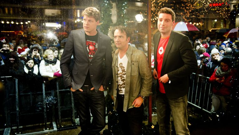 Coen Swijnenberg (L), Gerard Ekdom (M) en Timur Perlin (R) staan in het Glazen Huis. Beeld ANP Kippa