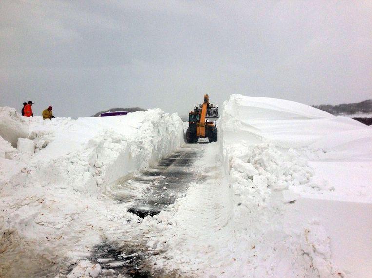 Een weg in Groot-Brittannië wordt sneeuwvrij gemaakt Beeld anp