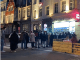 Lange rij aan nachtwinkel wanneer sluitingsuur terrasjes dreigt in Gent