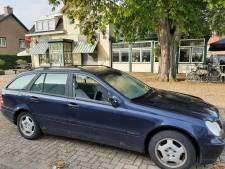Auto met ingeslagen ruiten voor Doetinchems café waar geweldsincident was, eigenaar verbaasd: 'Oeps. Dit krijgt een staartje'