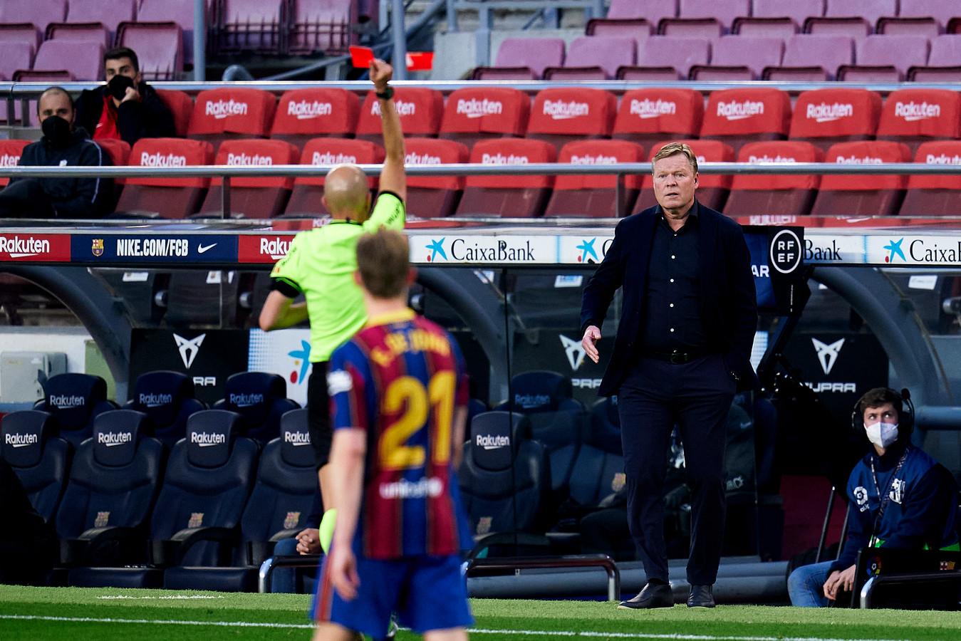 Ronald Koeman kreeg in het duel tussen FC Barcelona en Granada de rode kaart.