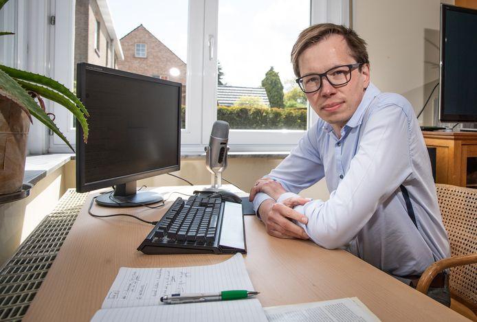 Wouter Dhaeze is, net als Dirk Wildemeersch (foto onderaan), al jaren contactonderzoeker. Nu zoekt hun team 1.200 collega's, om zoveel mogelijk 'draadjes tussen mensen door te knippen' en zo corona in te dijken.