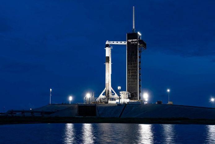 De SpaceX Falcon 9-raket die de vier niet-professionele astronauten de ruimte zal insturen.