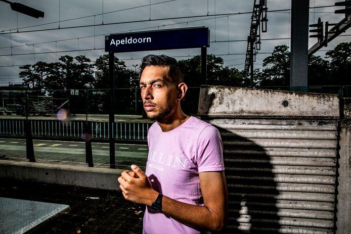 Rapper Dani Apeldoorn is 25 jaar, maar heeft nu al een bizar levensverhaal.
