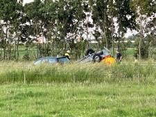 Auto raakt van de weg op N36, aanhanger belandt op de kop in de berm