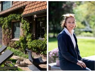 """Edith kocht koetshuis uit 1932 en hield het zoveel mogelijk intact: """"Het lijkt wel alsof je hier terug in de tijd reist"""""""