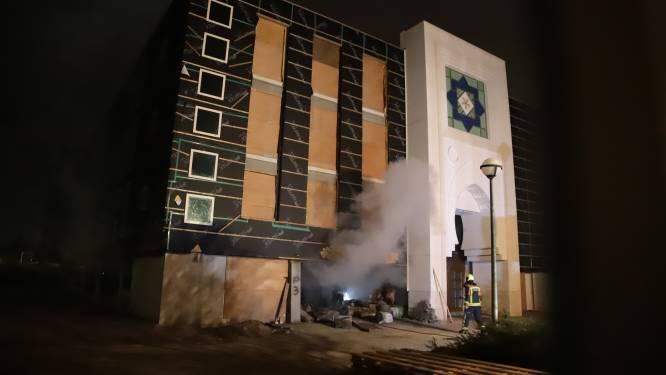 Cel geëist tegen man (41) die volgens OM moskee in brand stak, verdachte ontkent: 'Ik heb niets tegen moslims'