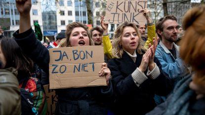 1.500 boze kunstenaars betogen aan Vlaams parlement tegen besparingen