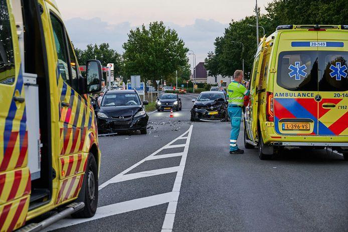 Elf mensen zijn donderdagavond rond 19.10 uur gewond geraakt bij een ongeluk met vier auto's op de Roosendaalseweg in Sint Willebrord.
