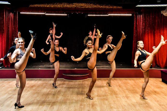 Enkele dames tijdens de auditie voor de nieuwe show die start op 28 september.