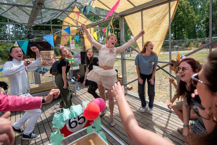 Omnia Pro Familia, de voorstelling van Des filles & de boys tijdens het Arnhemse festival Ruimtekoers.