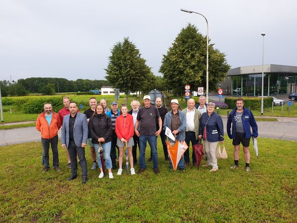 De buurtbewoners van Molekens en Sint-Jan voerden actie aan het kruispunt van de Toekomstlaan en Veldhoven.