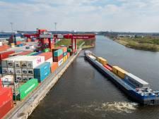 Suezvloot met containers komt eraan:  alle zeilen moeten worden bijgezet