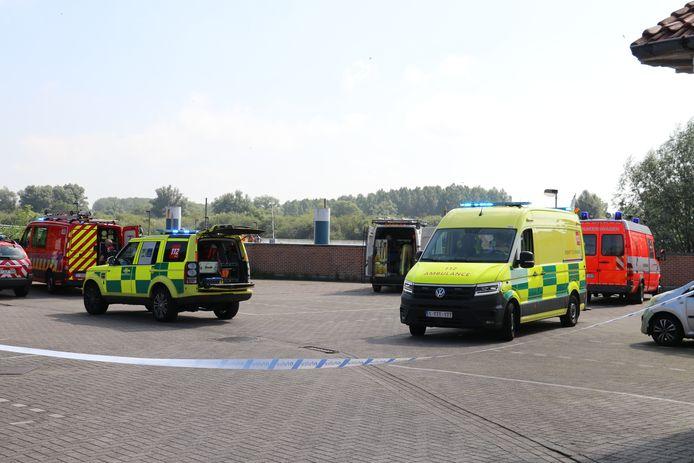 De brandweer zocht en vond beide slachtoffers die over boord waren gevallen.