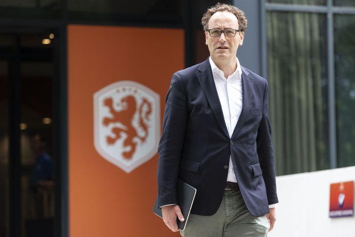 Thijs van Es van FC Utrecht bij de KNVB-campus voor een ledenvergadering.