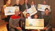 Filmmakers schenken cheques aan goede doelen