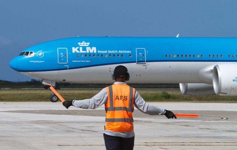 Een vlucht van KLM met aan boord de eerste vaccins voor Curacao. Beeld ANP
