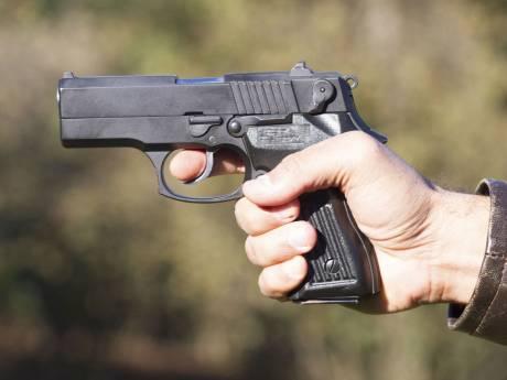 Vrouwen 'onder schot' beroofd door man met vuurwapen aan de Broekwegkade