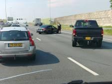 Ongeluk met vrachtwagen en drie auto's op A2 bij Den Bosch, vijf kilometer file