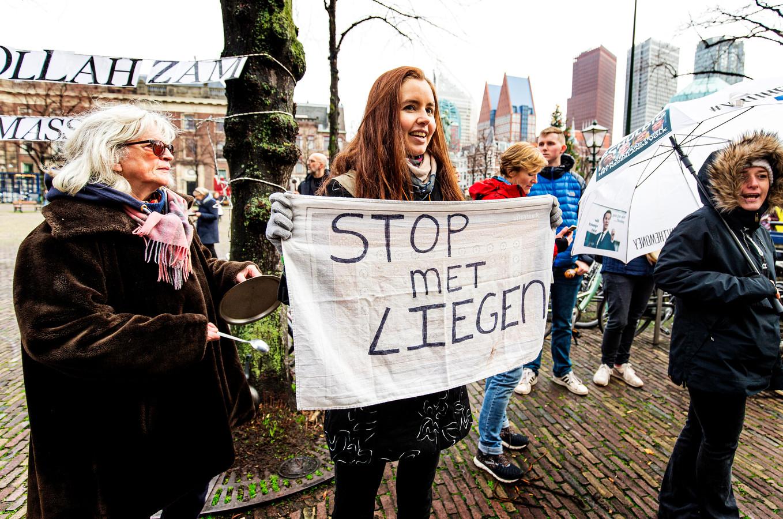 Een demonstratie tegen de corona-maatregelen van het kabinet vorig jaar. Veel demonstranten betwisten de feiten die het kabinet gebruikt ter onderbouwing van het coronabeleid