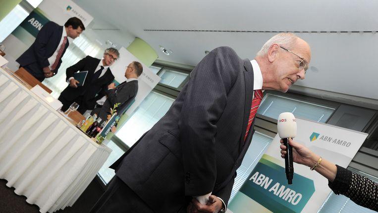 Gerrit Zalm, voorzitter van de raad van bestuur van ABN Amro in gesprek met de pers na de persbriefing over de beursgang van de bank. Beeld anp