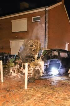 Auto door felle brand verwoest in Heukelum, woning heeft alleen rookschade