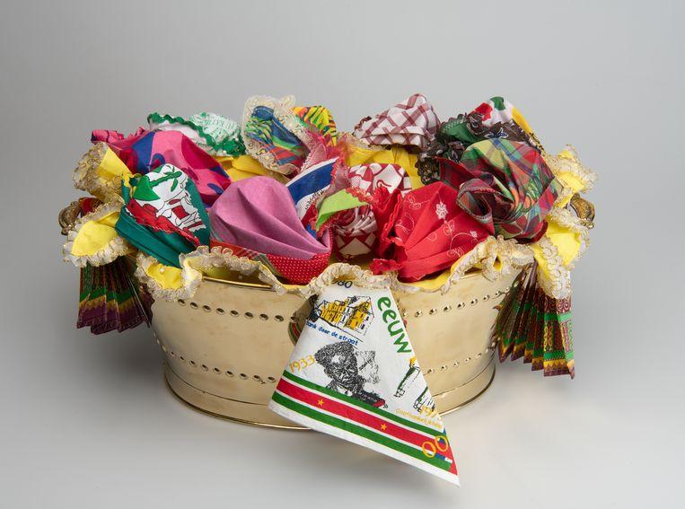Kopro beki gekleed door Jane Stjeward-Schubert. Nationaal Museum van Wereldculturen; Nederland; 2020; koper, katoen.  Beeld Nationaal Museum van Wereldculturen