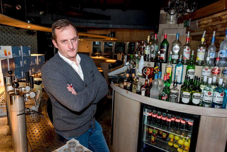 Zaakvoerder Arne Dooghe van danscafé De Viking.