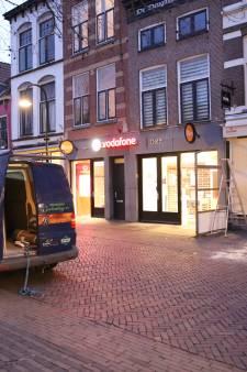 Delftse winkeliers en horecazaken timmeren winkels dicht uit angst voor rellen