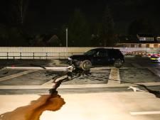 Auto crasht op dak parkeergarage Dieren; olie lekt, verlichting kapot