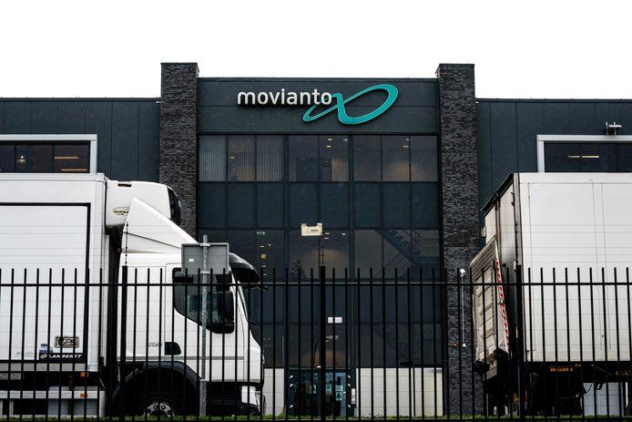 Vrachtwagens bij het distributiecentrum van Movianto.