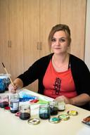 Laura Platter (29) revalideert van corona bij Dekkerswald en doet creatieve therapie.