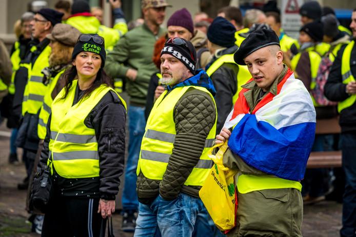 Betogers in gele hesjes op het Binnenhof, eind vorig jaar.