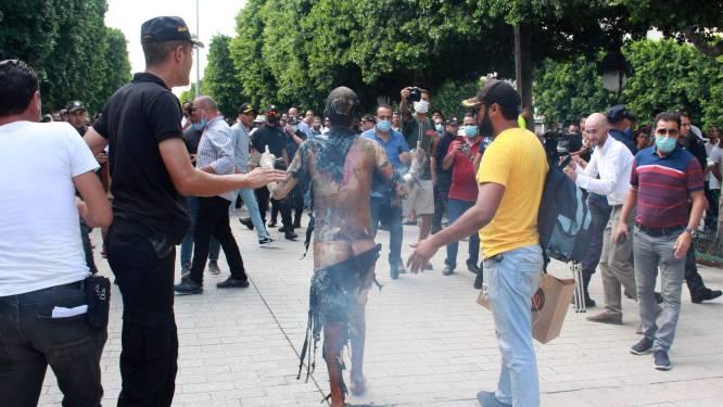Un homme s'immole par le feu en pleine rue à Tunis