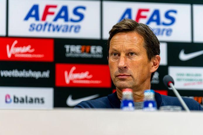 Roger Schmidt is na de 0-3 van PSV in Alkmaar ingetogen blij.
