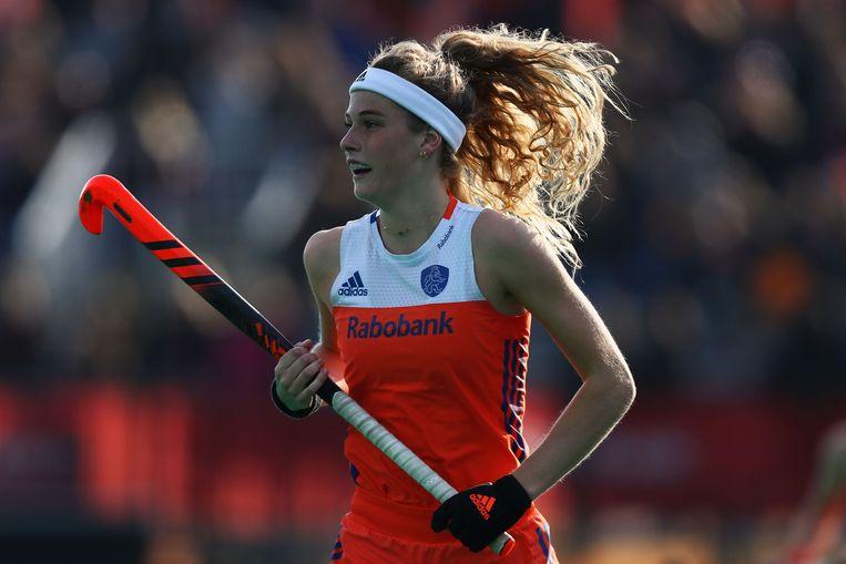 Yibbi Jansen, dochter van oud-topkeeper Ronald Jansen, namens Oranje in actie tegen de Verenigde Staten.  Beeld Getty Images for FIH